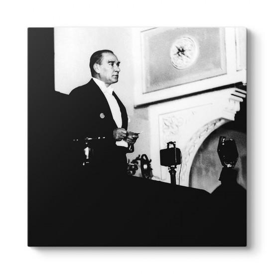 Atatürk Konuşma Yaparken Tablosu