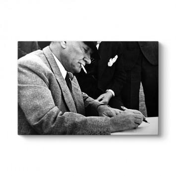 Atatürk Yazı Yazarken Kanvas Tablo