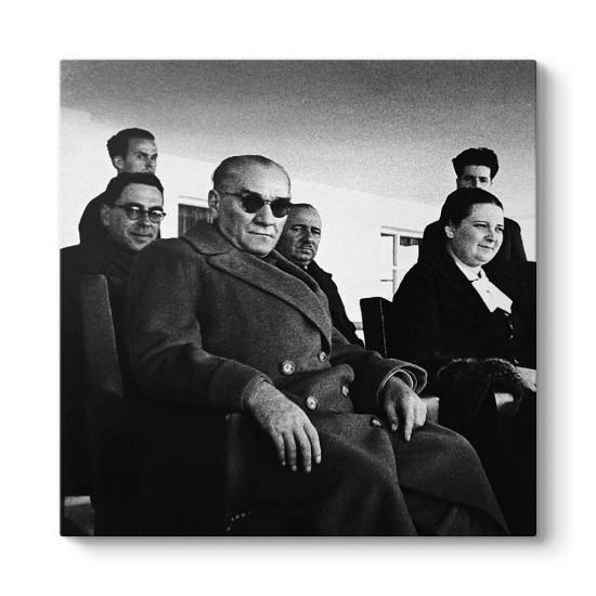 Güneş Gözlüklü Atatürk Tablosu