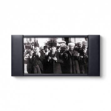 Atatürk Dua Ederken Makam Fonu