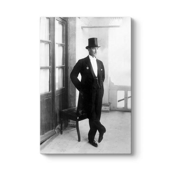 Şapkalı ve Papyonlu Atatürk Tablosu