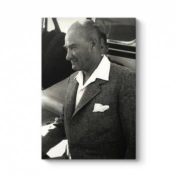 Siyah Beyaz Dikey Atatürk Tablosu